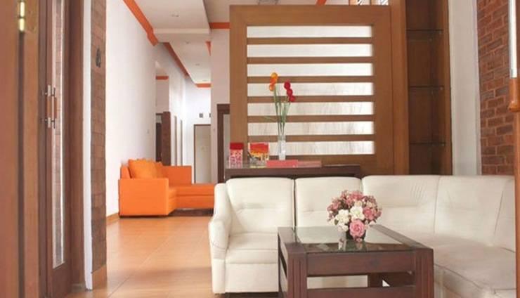 Simply Homy Guest House Wirosaban - Ruang tamu