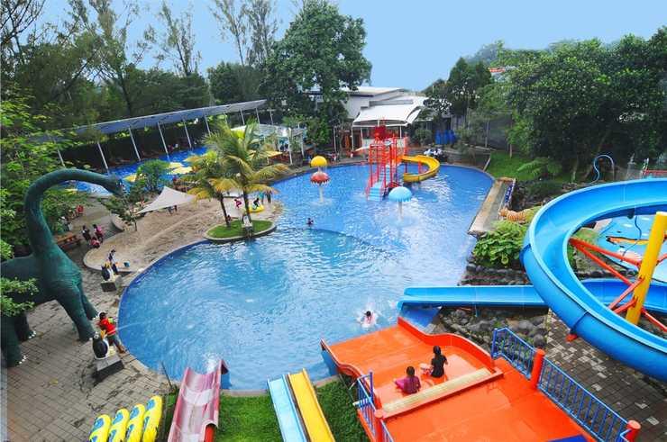 Oasis Siliwangi Sport Hotel Bandung - swimming poll
