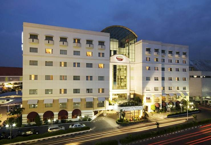 Surabaya Suites Hotel Plaza Boulevard - Hotel Front - Evening/Night