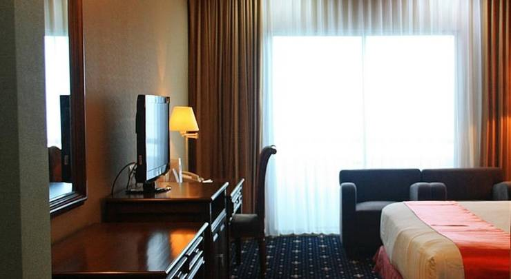 Surabaya Suites Hotel Plaza Boulevard - Rooms1
