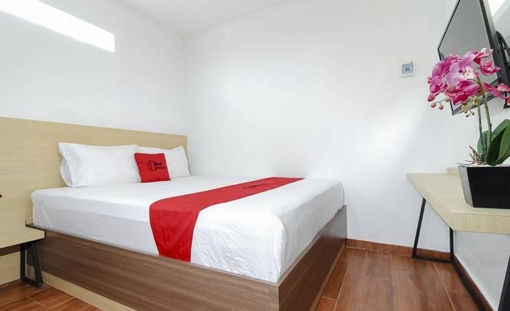 RedDoorz Plus near Jogja Kembali Monument Yogyakarta - Guest room