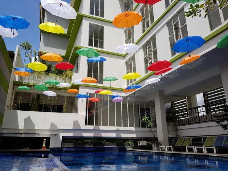 Hotel Dafam Fortuna Seturan - kolam renang