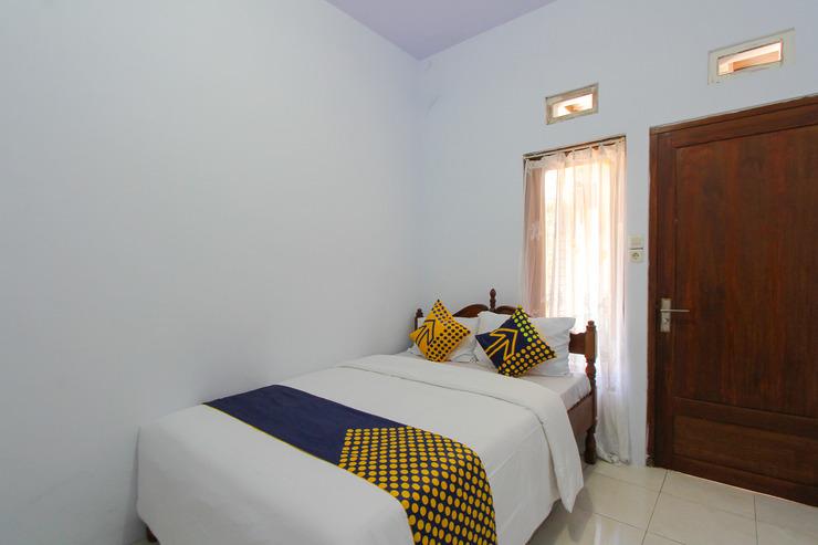 SPOT ON 2022 Darman Family Residence Syariah Banyuwangi - Guest Room