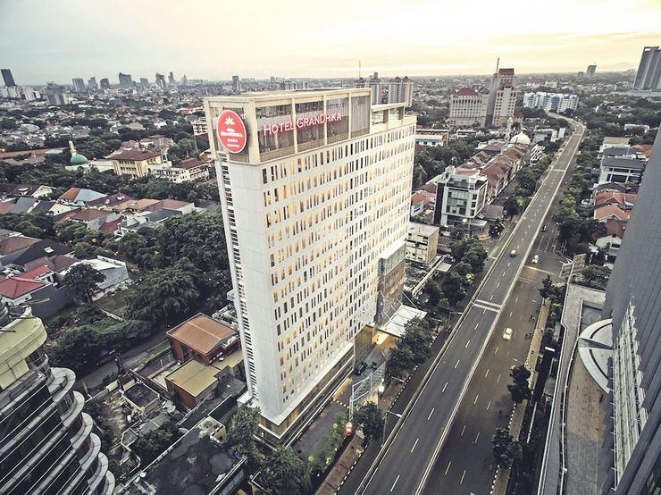 Hotel GranDhika Iskandarsyah - Front of Property
