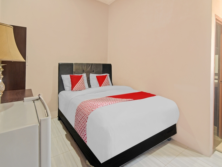 OYO 90406 Joqueen Rooms Manado - Bedroom