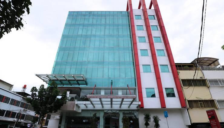 Redstar Hotel Jakarta - OUTDOOR