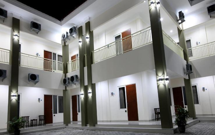 Saras Hotel Tuban - Tampak Depan