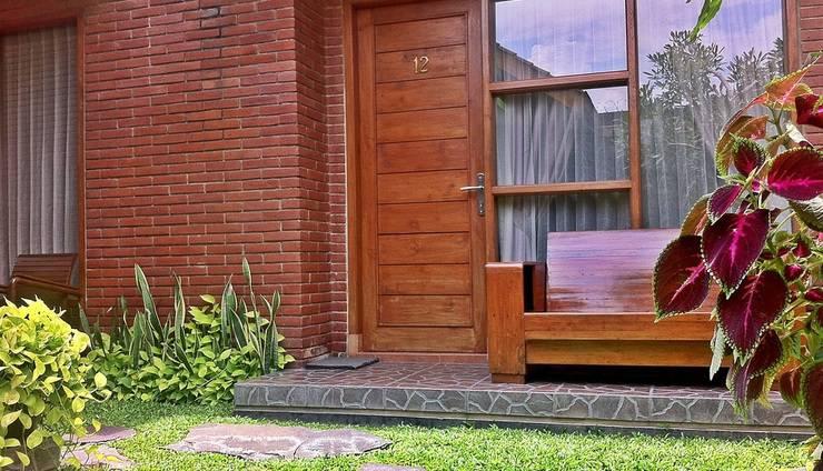 Rumput Hotel Yogyakarta - Teras Kamar