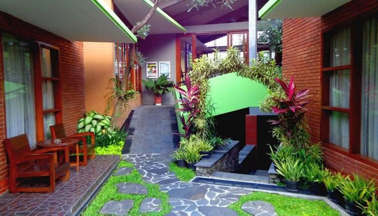Rumput Hotel Yogyakarta - taman