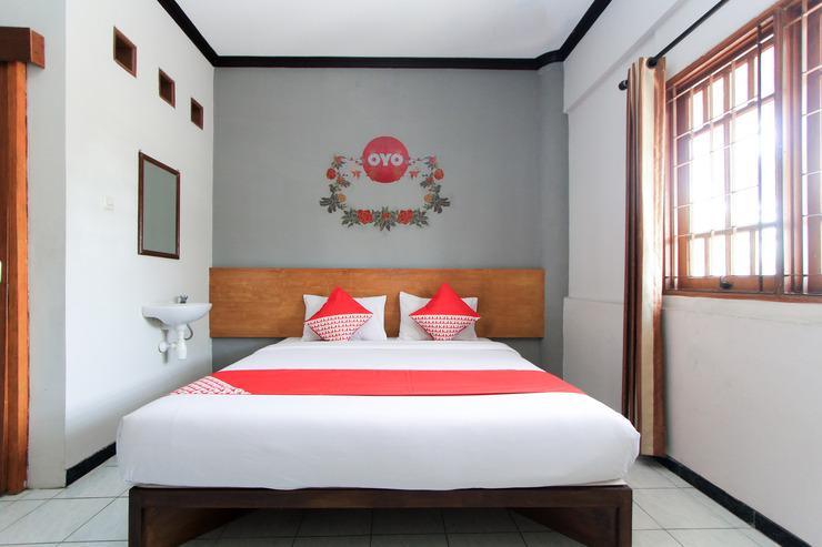 OYO 159 Santo Guest House Surabaya - Bed Room