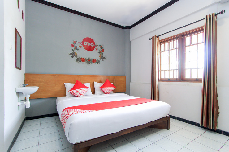 OYO 159 Santo Guest House Sidoarjo - Bedroom