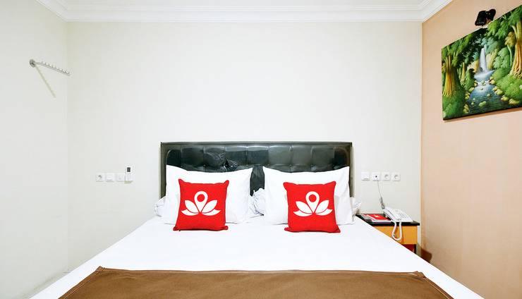 ZenRooms Kuningan Syariah Jakarta - Tampak tempat tidur double