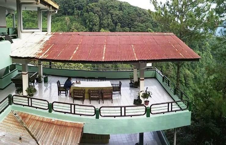 Lie Mas Hotel Pasuruan - Eksterior