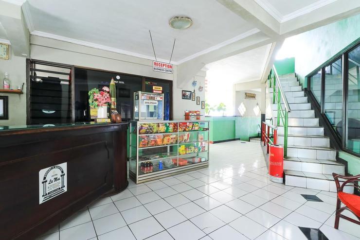 Lie Mas Hotel Pasuruan - Lobby