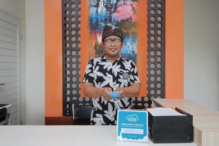 Airy Jimbaran Taman Mulia Gigit Sari 38 Bali - Receptionist