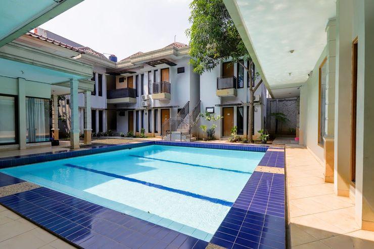 OYO 968 Tirthankara Residence Jakarta - Swimming Pool