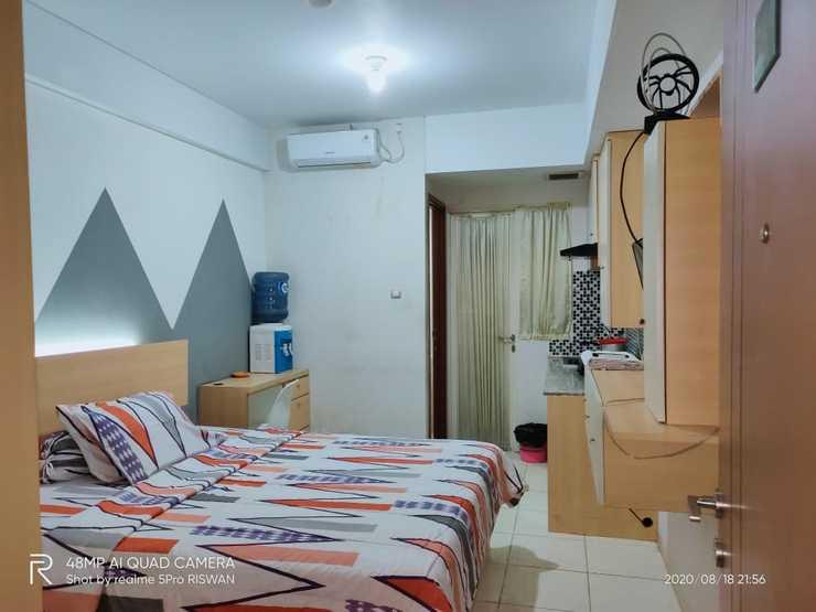 Heri Rooms @ Apt Green Lake View Tangerang Selatan - Bedroom