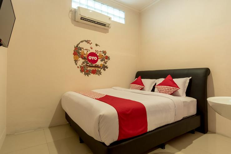 OYO 355 Fella Homestay Medan - Bedroom SD