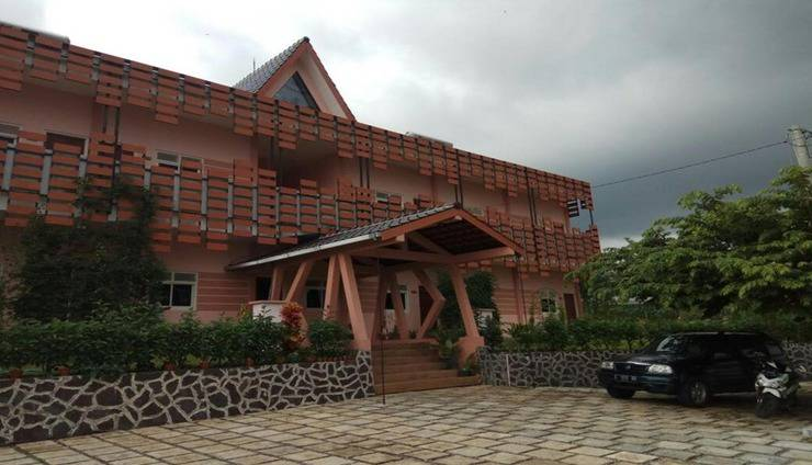 Tulip Guest House Malang - Exterior