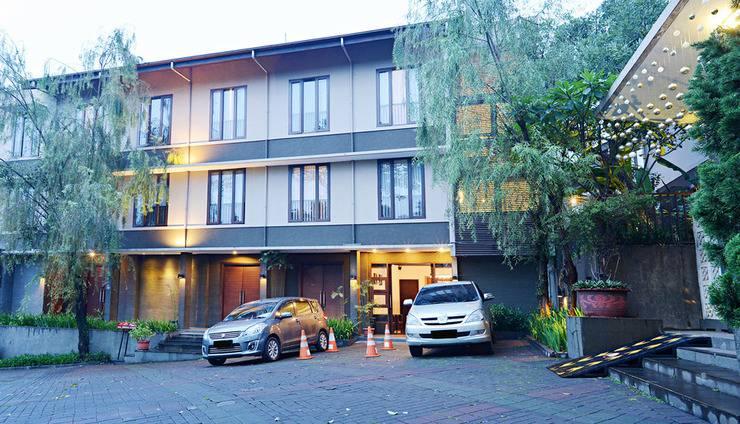 ZEN Premium Setrasari Bandung - Tampak luar