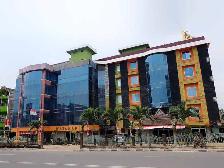 OYO 731 Hotel Matahari 1 Jambi - Facade