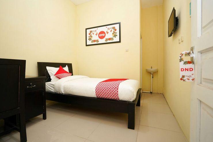 OYO 998 La'ana Residence Syariah Surabaya - Bedroom