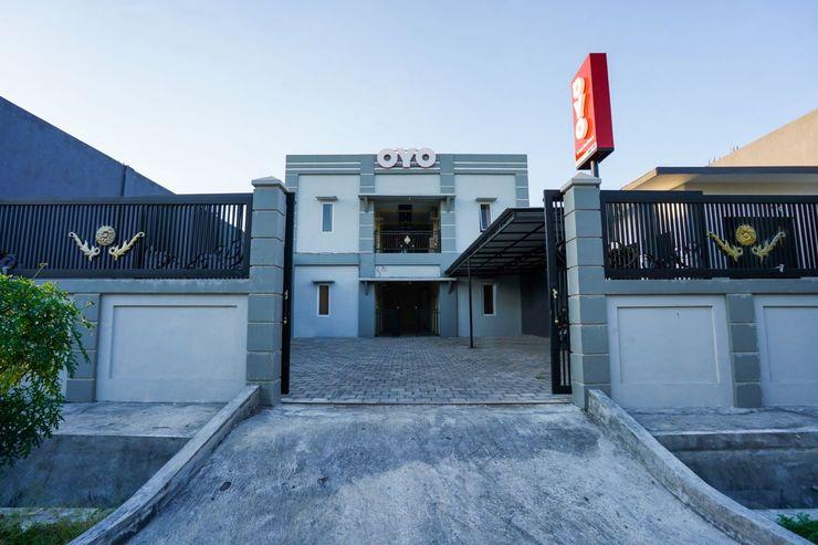 OYO 998 La'ana Residence Syariah Surabaya - Facade
