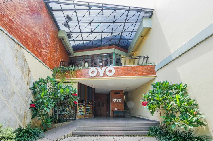 OYO 316 Umada Beds & Lounge Syariah Surabaya - Facade