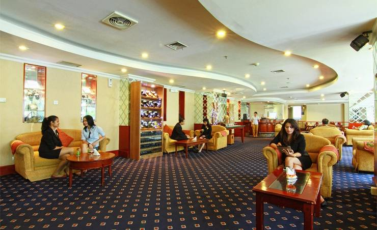 Hotel Horison Semarang - Borobudur executive lounge (06/Dec/2013)