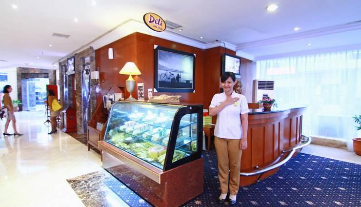 Hotel Horison Semarang - Deli cake shop (06/Dec/2013)