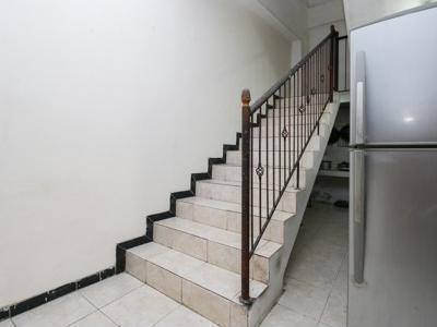 Airy Eco Syariah Gubeng Kertajaya Tujuh 43 Surabaya - Stairs