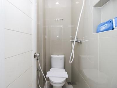 Airy Eco Syariah Gubeng Kertajaya Tujuh 43 Surabaya - Bathroom
