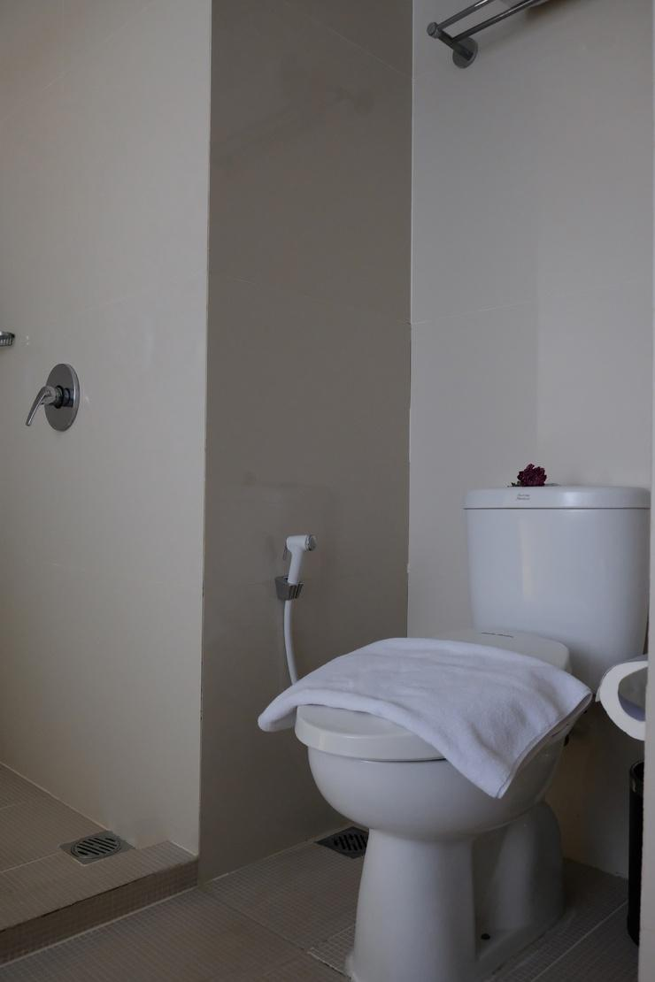 Grand Darmo Suite Surabaya - Bathroom
