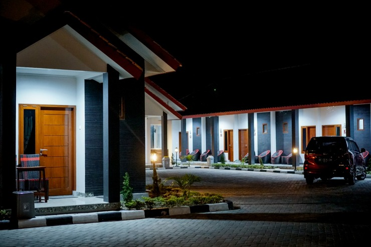 Sartika Guest House Pesisir Barat - Exterior