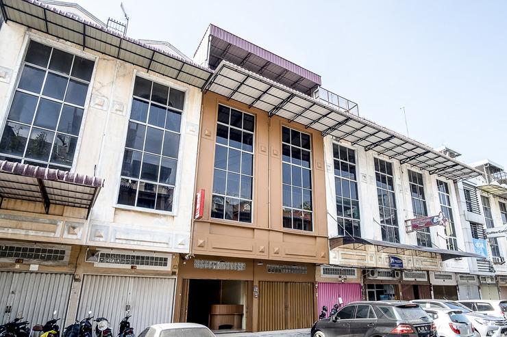 OYO 1307 Star Residence Medan - Facade