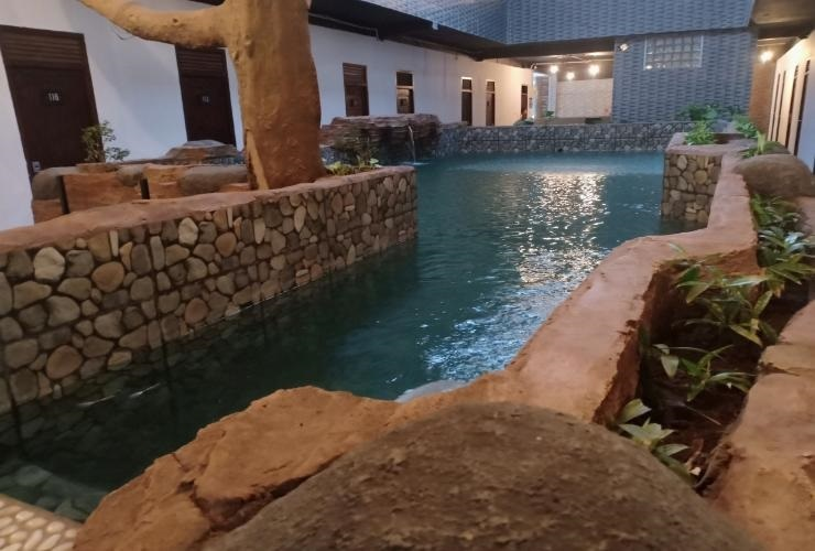Coconut Hotel Kediri - Pool