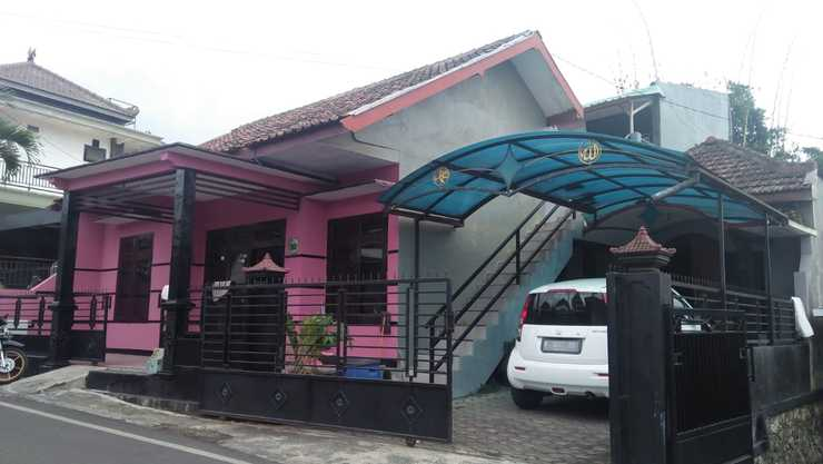Abee Homestay 1 Malang - Facade