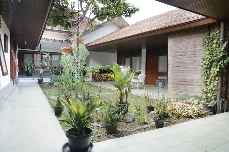 Residences by RedDoorz near Braga Citywalk Bandung - Photo