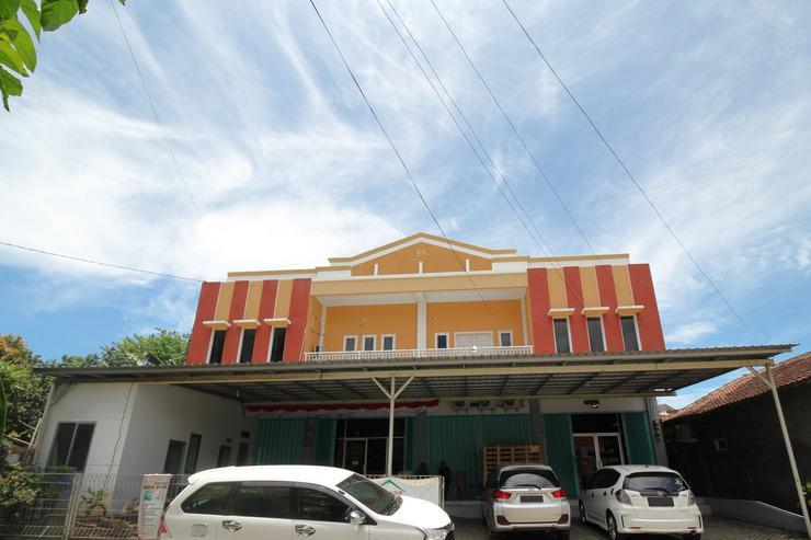 RedDoorz @ Jalan Morotai Lampung Lampung - Hotel Building