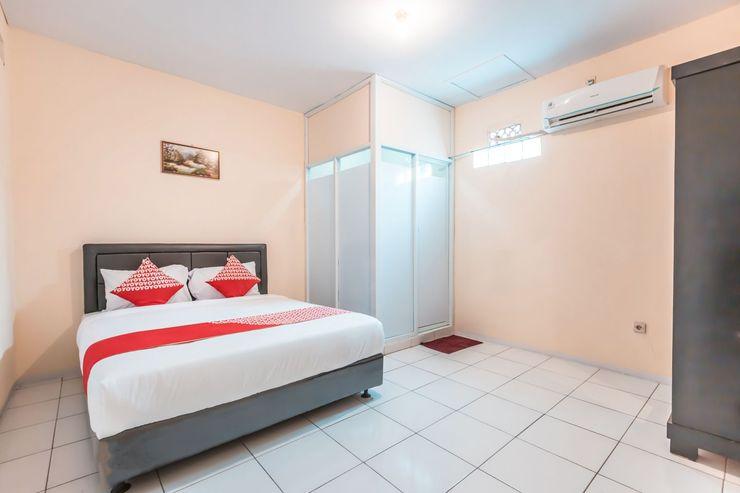 OYO 1868 J&b Room Pramuka Near RSUPN Dr.Cipto Mangunkusumo Jakarta - Bedroom