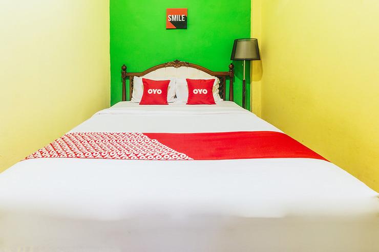OYO 2165 Alyah Guest House Syariah Ambon - Bedroom S/D
