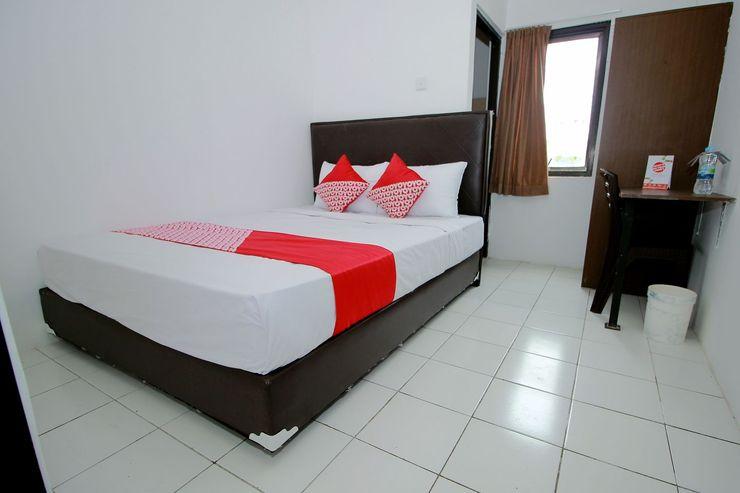 OYO 1678 Jati Exclusive Homestay Bengkulu - Bedroom