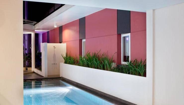 Amaris Cimanuk - Swimming Pool