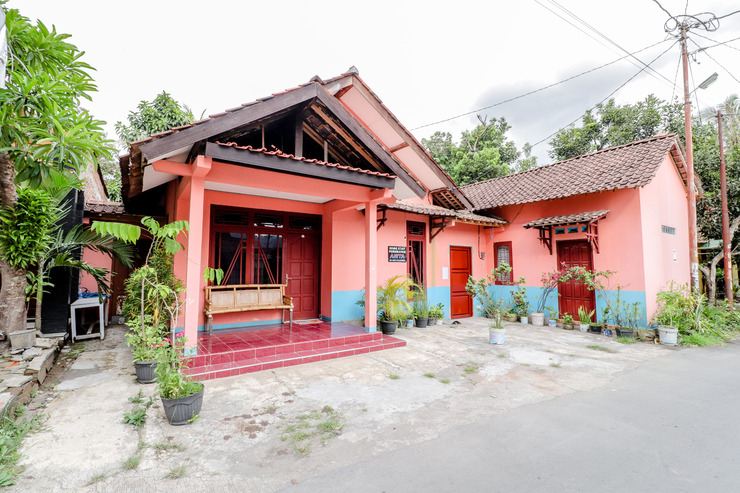 Homestay Penginapan Anita Magelang - Exterior