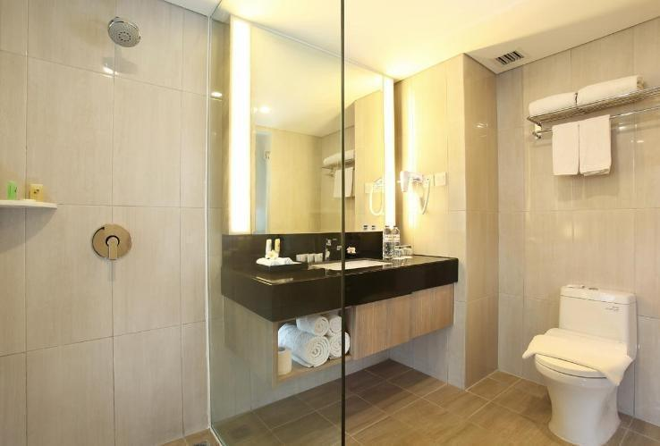 Swiss-Belinn Tunjungan Surabaya - Bathroom
