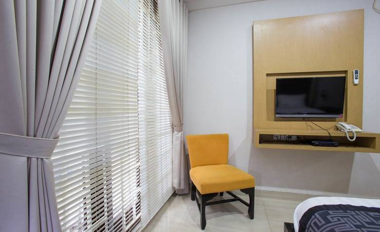 RedDoorz Plus near Pondok Indah Mall Jakarta - Bedroom