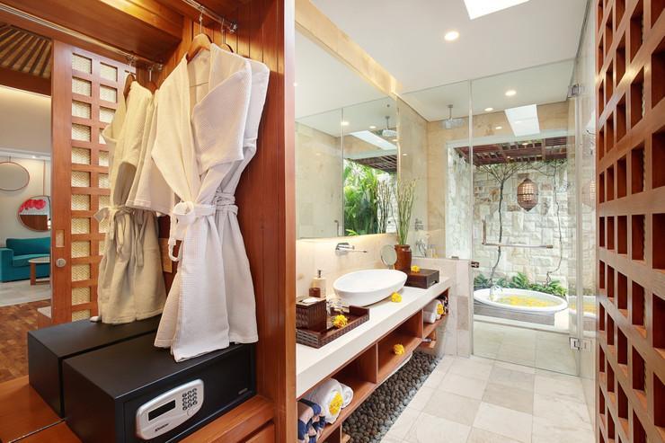 Aksari Villa Seminyak Bali - Bathroom