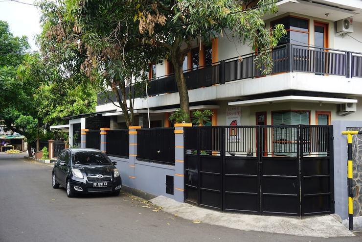 Rumah Sarwestri B&B Bandung - Featured Image