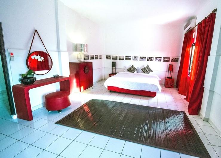 Black and Red Oberoi Villa Bali - Guestroom