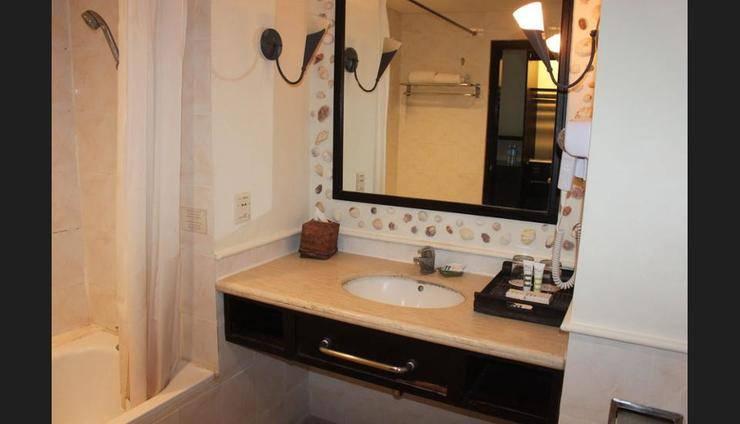 Mercure Manado Tateli Beach Resort Manado - Bathroom